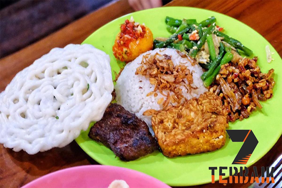 7 Tempat Makan Nasi Uduk Enak Jakarta